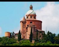 Storia dell'antico Santuario della Beata Vergine di San Luca sul Monte della Guardia a Bologna. Storia dell'icona bizantina raffigurante la Beata Vergine di San Luca conservata nel Santuario e devozione popolare.