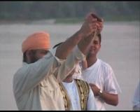 * Aspetti della vita quotidiana in Italia di una famiglia sikh del Punjab raccontati da una bambina * Loro attività agricola e di allevamento in una cascina del cremonese *