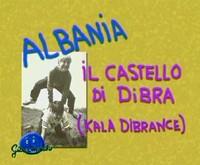 * Gioco tipico albanese * Piramide di bambini in equilibrio gli uni sugli altri *
