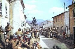 Soldati americani della decima divisione in marcia sull'Appennino bolognese (aprile 1945, foto Cruz Rios)